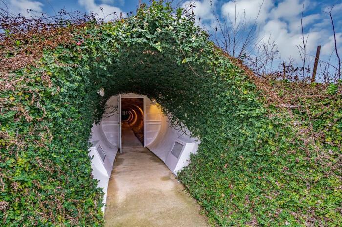 Вот так начинается тоннель. /Фото: feed-images.rewhosting.com