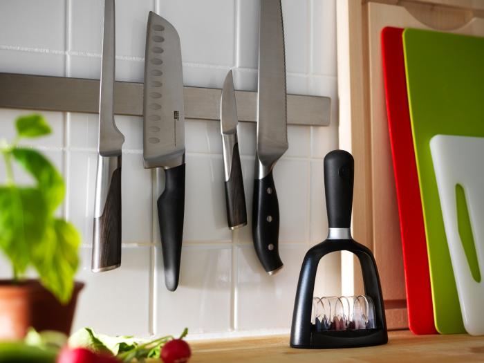 Для хранения ножей лучше всего выбирать магнитную полосу. /Фото: d50-a.sdn.cz