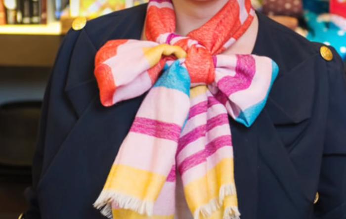 Необычно повязанные шарфики — выглядят нелепо и безвкусно.