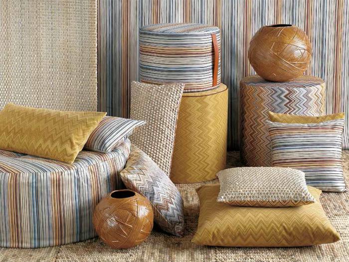 Добавьте больше подушек и природных мотивов, чтобы «повысить» градус интерьера. /Фото: fedroselia.com.cy