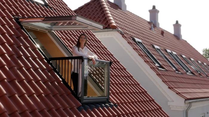 Окно, которое чудесным образом превращается в балкон. /Фото: i.ytimg.com