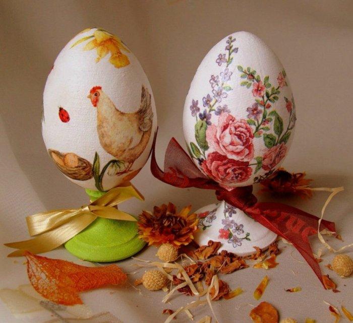 Покраска яиц в стиле декупаж — отличный повод провести прекрасно время всей семьей. /Фото: avatars.mds.yandex.net