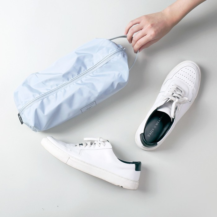 Обувь лучше держать в пакете. /Фото: cf.shopee.tw