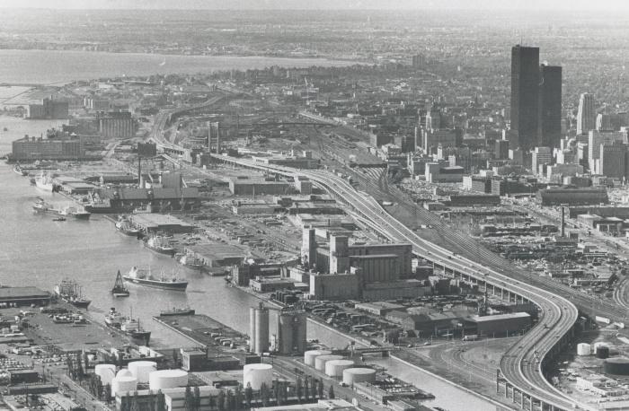 Некогда индустриальный город через несколько столетий превратился в современный туристический центр. /Фото: static.torontopubliclibrary.ca