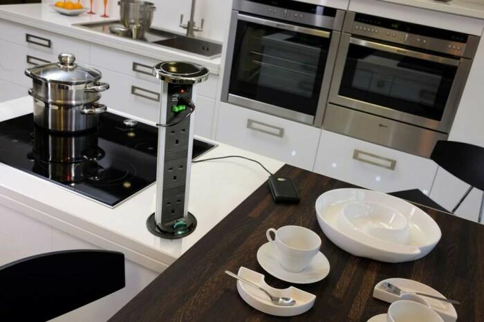 Очень удобное дополнение для современной кухни. /Фото: mebelsib.biz