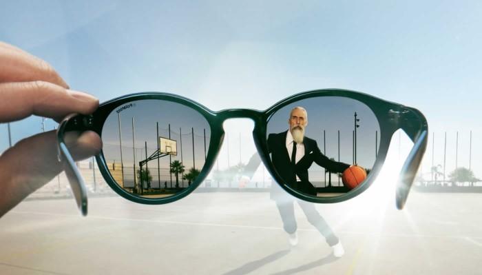 Фен поможет подогнать новые очки под параметры своего лица. /Фото: vseodetyah.com