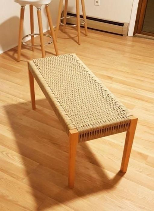 Журнальный столик с необычным плетением из веревки. /Фото: coodecor.com