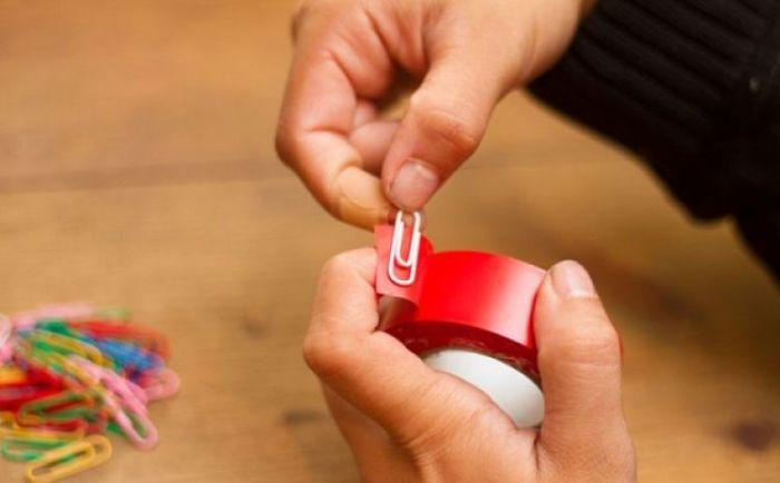 Теперь не придется долго искать край скотча или клейкой ленты. /Фото: cdn.brilio.net