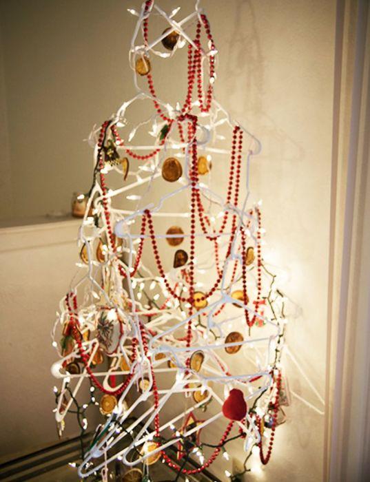 Декор на главный праздник в году можно сделать из чего угодно. /Фото: i.pinimg.com