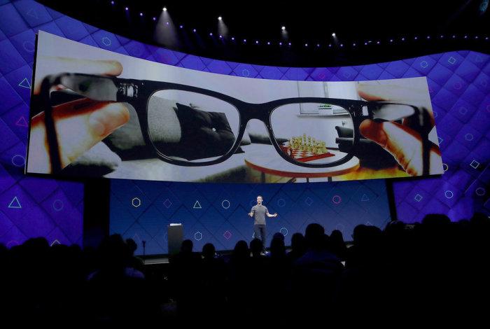 Facebook совместно с Ray-Ban Luxottica разрабатывает умные очки Orion. /Фото: amp.businessinsider.com