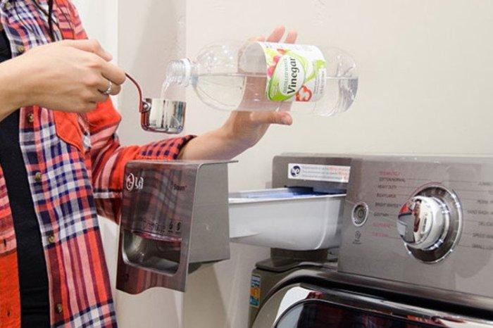 Есть полезный лайфхак, который поможет вымыть лишнее моющее средство из белья. /Фото: rchevebi.com
