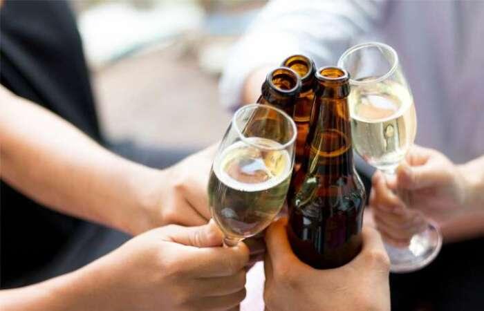 Правильное положение бутылки тоже имеет значение. /Фото: img-s-msn-com.akamaized.net