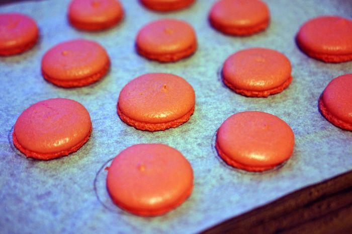 Выпекать десерт следует с аккуратностью и вниманием. /Фото: i.pinimg.com