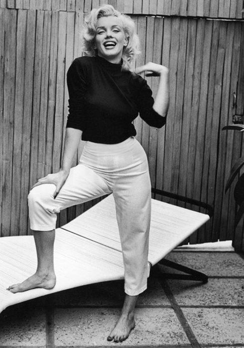 Несравненная Мэрилин Монро в брюках-капри. /Фото: condenast-media.gcdn.co