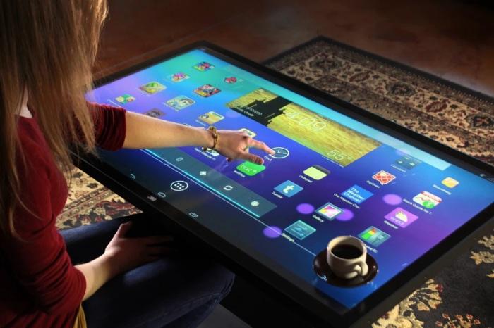 Столик Ideum сочетает возможности мебели и мощной компьютерной системы с мультитач-дисплеем. /Фото: assets.newatlas.com