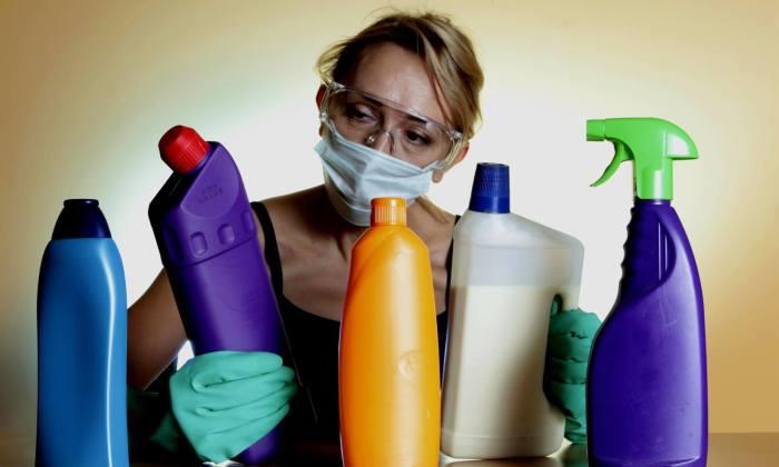 Следует проявить предельную аккуратность при работе с химическими веществами. /Фото: holistic.si