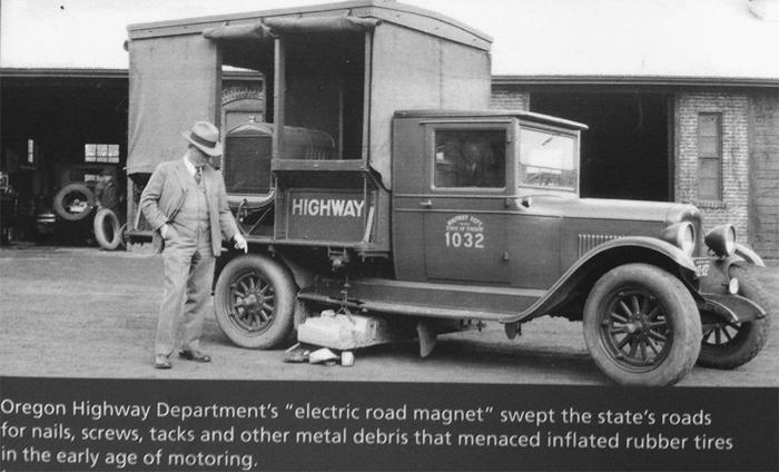 Грузовики с электромагнитами чистили дороги от металла. /Фото: faa.az