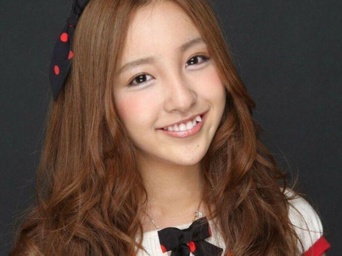 Юным японкам кажется очень привлекательным иметь заостренные клыки. /Фото: porosenka.net