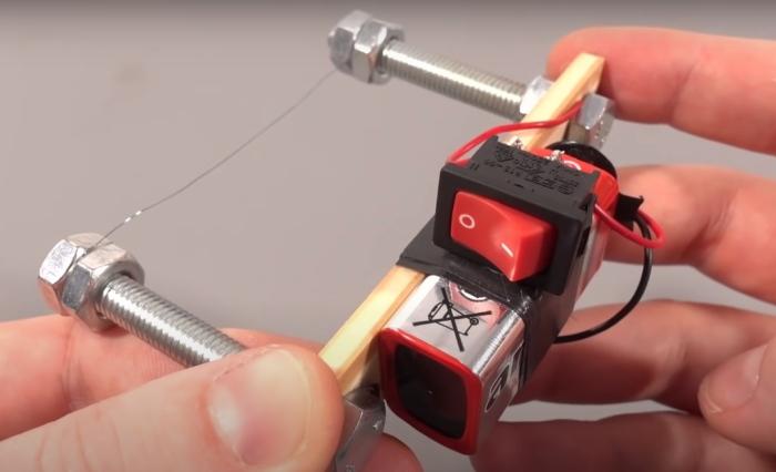 Закрепление нихромовой проволоки. /Фото: youtube.com