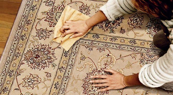 Экологически чистая смесь для чистки ковров поможет навести порядок в два счета. /Фото: yakcarpet.in