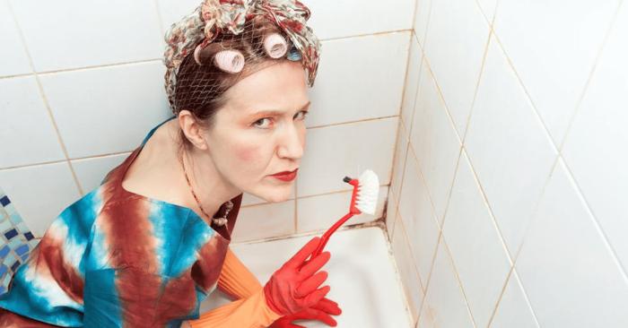 В ванной плесень возникает очень часто, особенно в углах. /Фото: jesusdaily.com