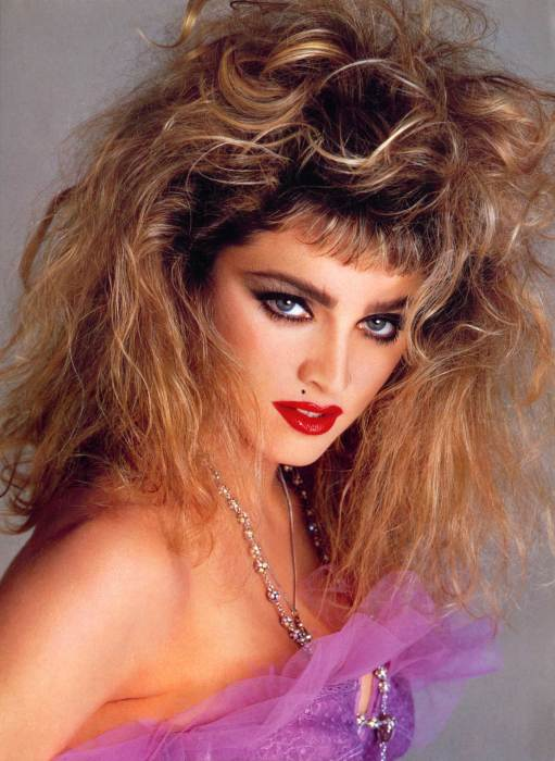 Яркий макияж и стильная высокая прическа делали своих обладательниц действительно незабываемыми. /Фото: theplace2.com