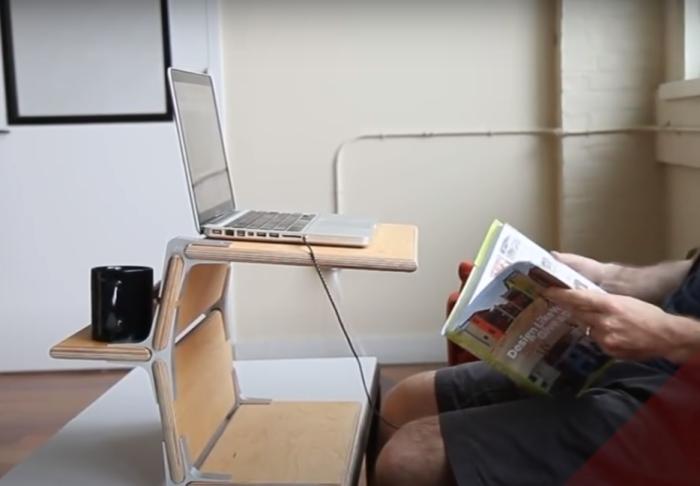 Из этих же деревянных полочек можно собрать подставку для ноутбука или журнальный столик. /Фото: youtube.com