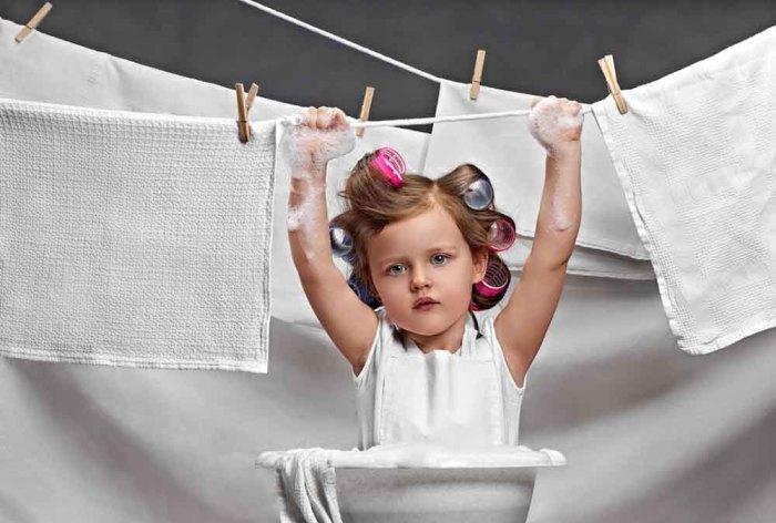 Мало кто любит правильно разделять белье перед стиркой. /Фото: stirkadoma.info