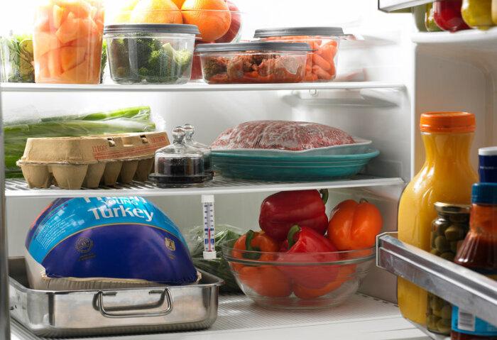 Сковороде с антипригарным покрытием не место в холодильнике. /Фото: media.npr.org