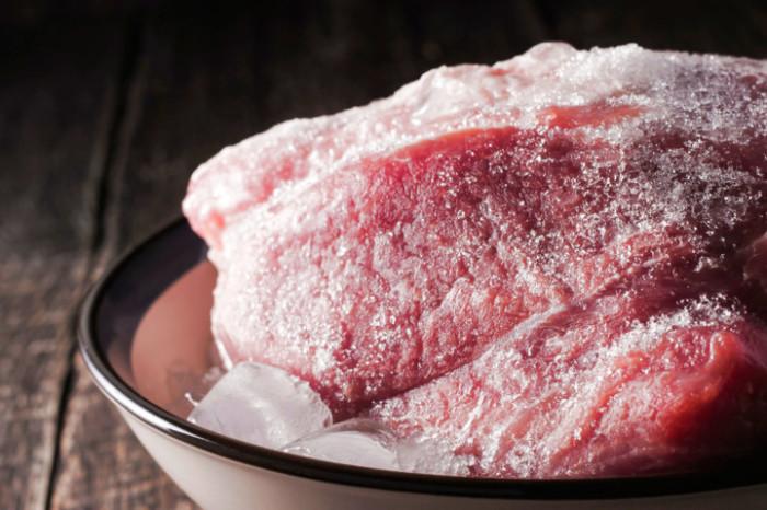 Как же здорово иногда достать из морозилки подготовленные котлеты, и не тратить много времени на готовку. /Фото: roscontrol.com