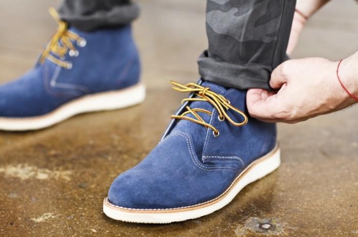 С помощью наждачной бумаги очень удобно заботиться о замшевой обуви. /Фото: tehran-style.com