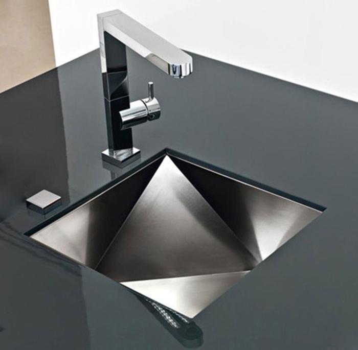 Необычное решение для оформления современных интерьеров. /Фото: images.squarespace-cdn.com