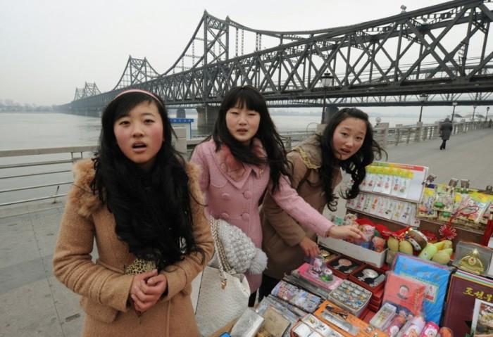 Ограниченный выбор одежды — решение в пользу современной власти. /Фото: gcshelp.org