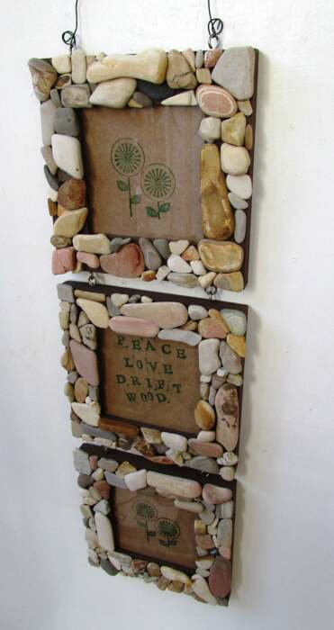 Фоторамки в обрамлении из камней делают интерьер интереснее. /Фото: i.etsystatic.com