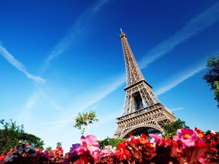 Эйфелева башня – рабочее место для многих парижан. /Фото: wallpaperup.com