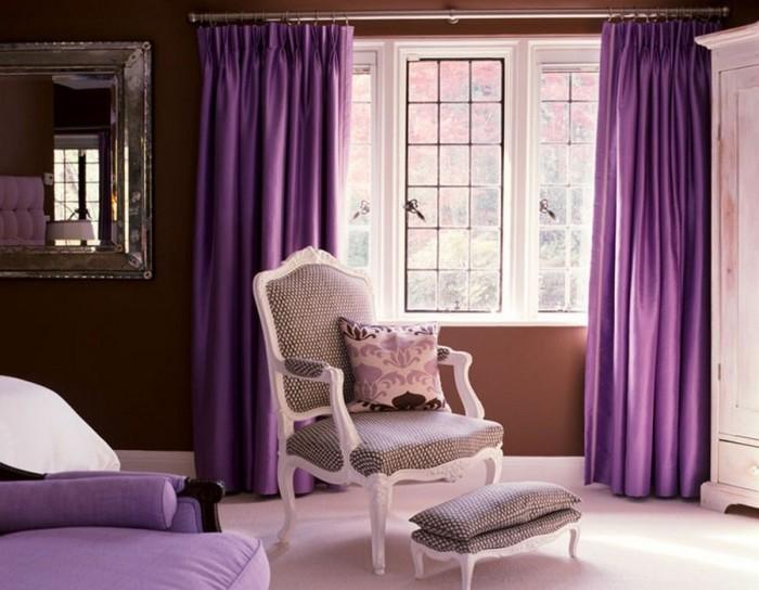 Фиолетовый цвет в сочетании с другими светлыми оттенками сделает комнату более светлой. /Фото: womanadvice.ru