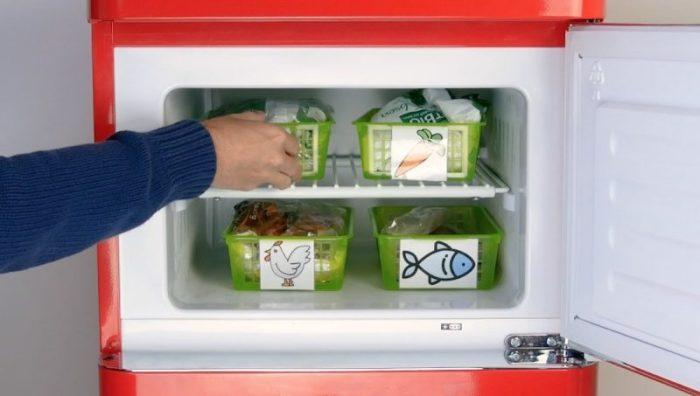 С такой системой хранения найти что-то в морозильной камере будет намного проще. /Фото: files.heftigcdn.com