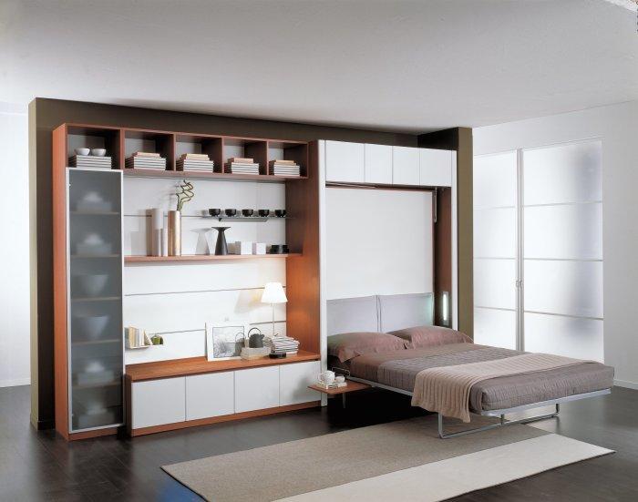 В дневное время помещение используется как гостиная, а с приходом ночи превращается в уютную спальню. /Фото: oz90.ru
