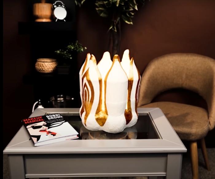 Светильник, который не найдешь ни в одном магазине. /Фото: youtube.com