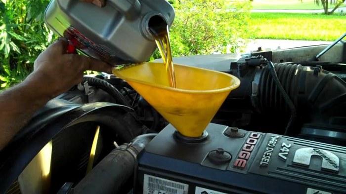 Замена масла проводится строго по инструкции к автомобилю. /Фото: i.ytimg.com