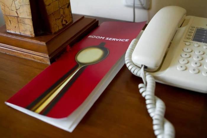 Телефон – рассадник микробов. /Фото: cetis.com.ua