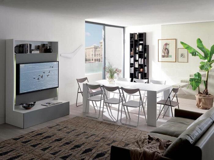 Полноценная обеденная зона может скрываться прямо за телевизором. /Фото: belvisimobili.it