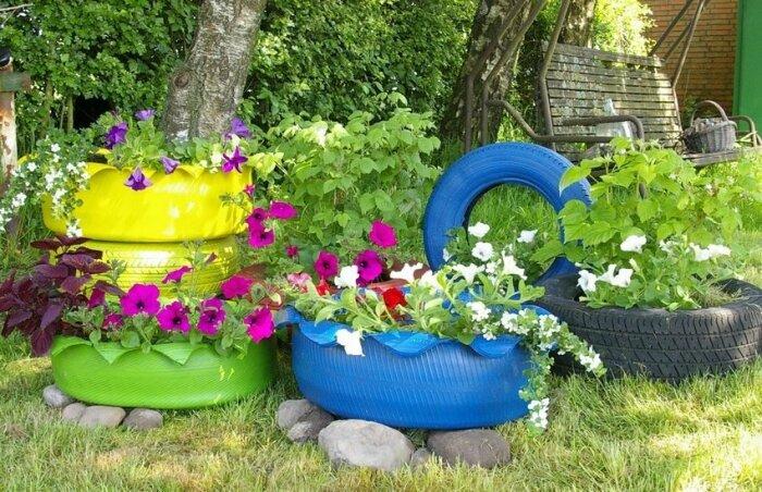 Красивые и гармоничные клумбы для украшения сада. /Фото: trendy.house