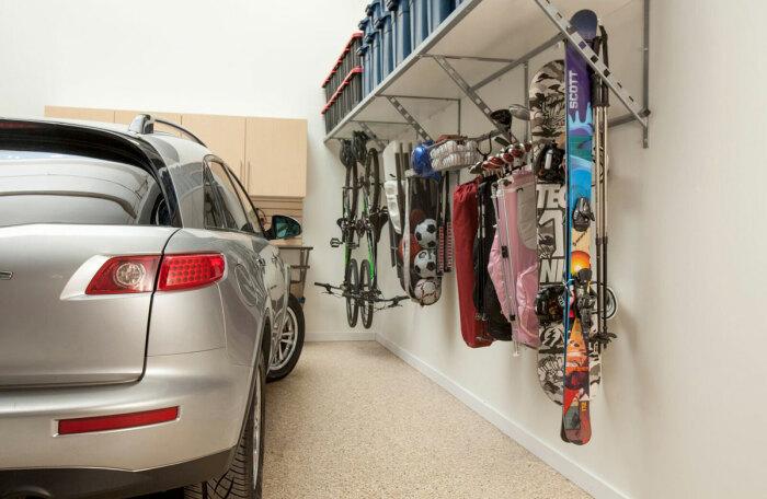 Грамотное зонирование – основа порядка в гараже. /Фото: garageguru.ca