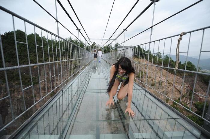 Случается, что туристы переоценивают свое хладнокровие, и выбираются ползком. /Фото: lh3.googleusercontent.com