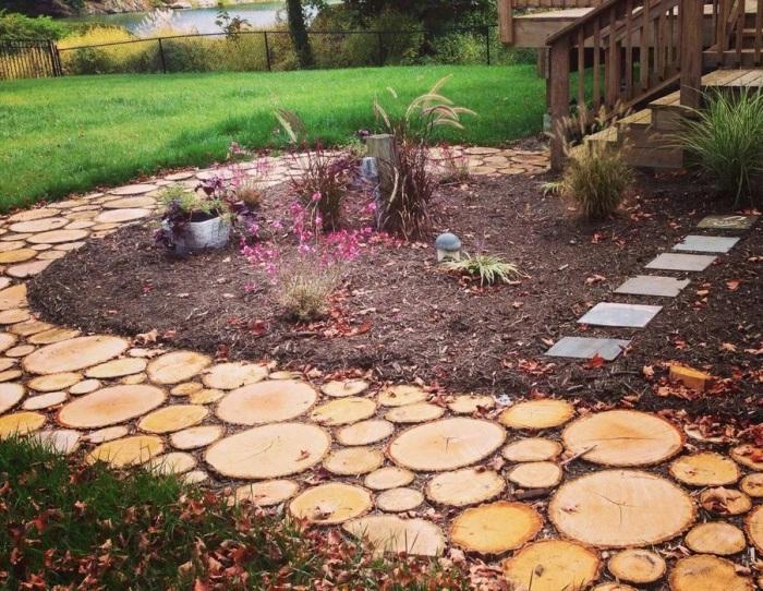 Нестандартное решение для дорожки в саду. /Фото: ireland.apollo.olxcdn.com