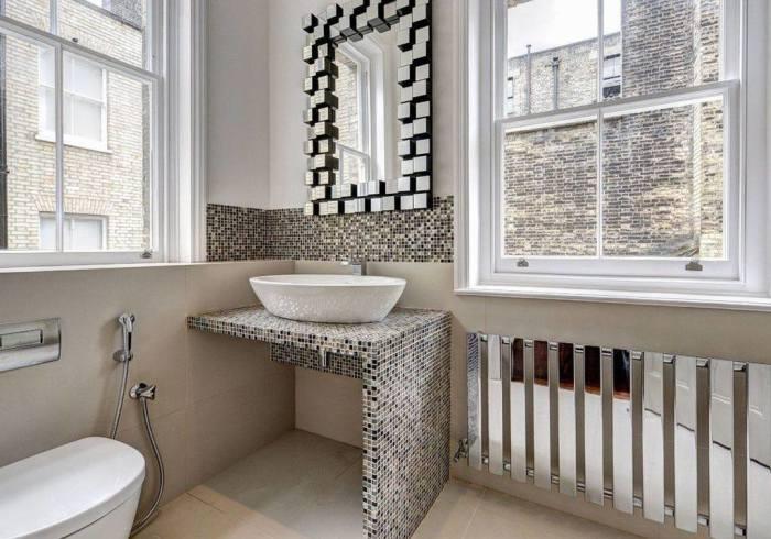 Текстурированная отделка для зонирования помещения ванной. /Фото: cpats.s3.amazonaws.com