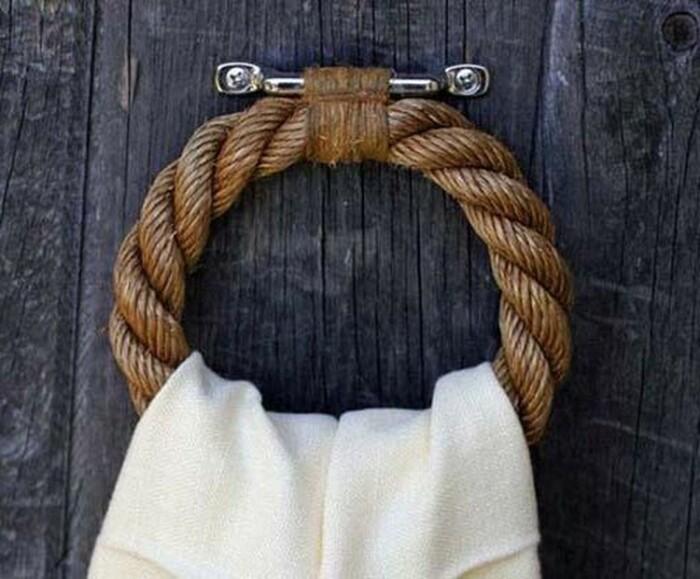 С помощью веревки можно сделать стильные и красивые держатели. /Фото: handmadebase.com