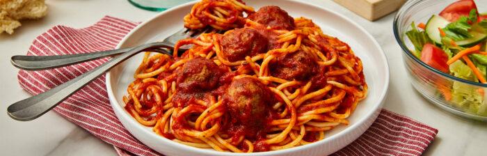 Спагетти с фрикадельками и томатно-мясным соусом. /Фото: campbells.com