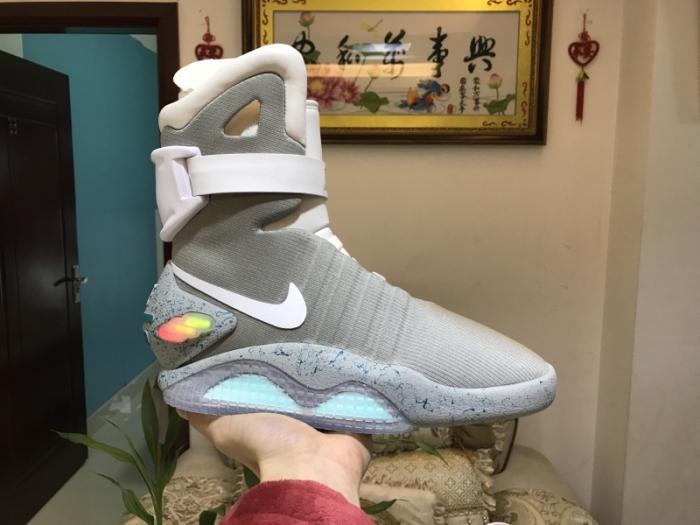 Обувь, которая точно придется по вкусу поклонникам фильмов «Назад в будущее». /Фото: onfeet.com.ua